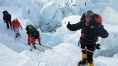 Indian policewoman sets record on Mt Everest